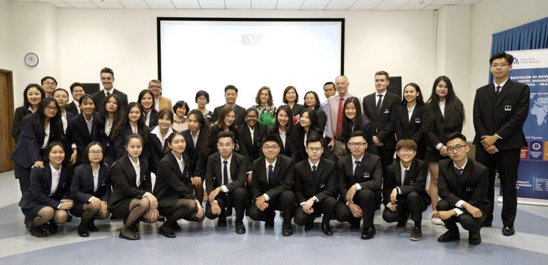 xác định mục tiêu trở thành một đại học đa ngành, đa lĩnh vực đẳng cấp quốc tế của người Việt,