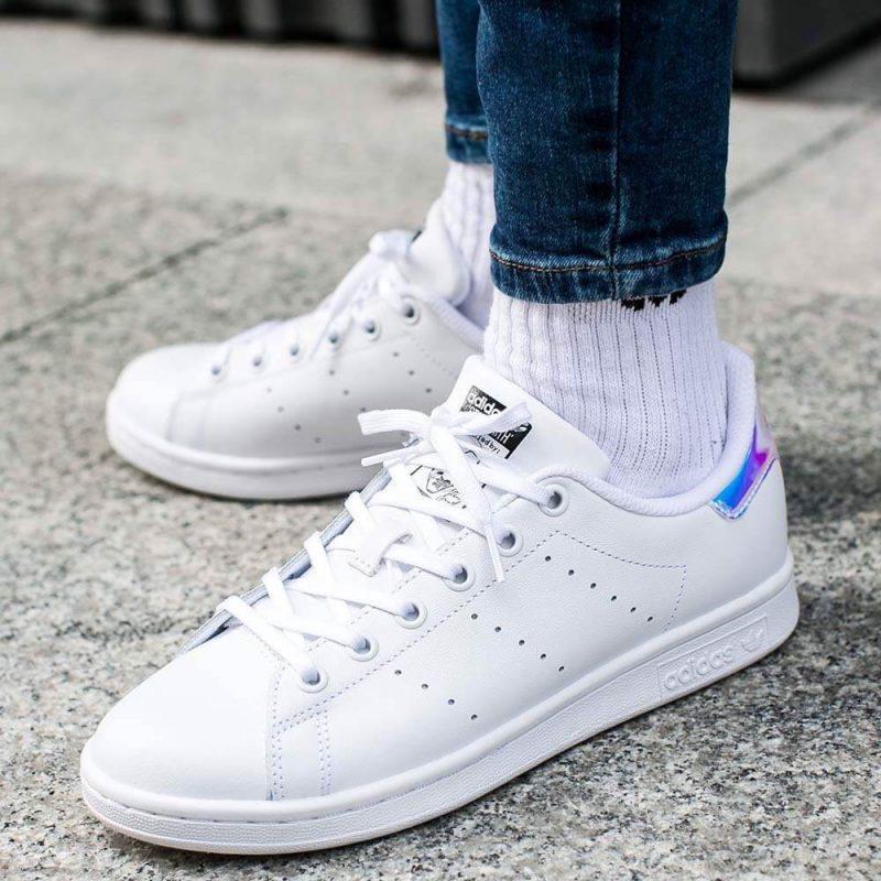 xu hướng giày sneaker 2021