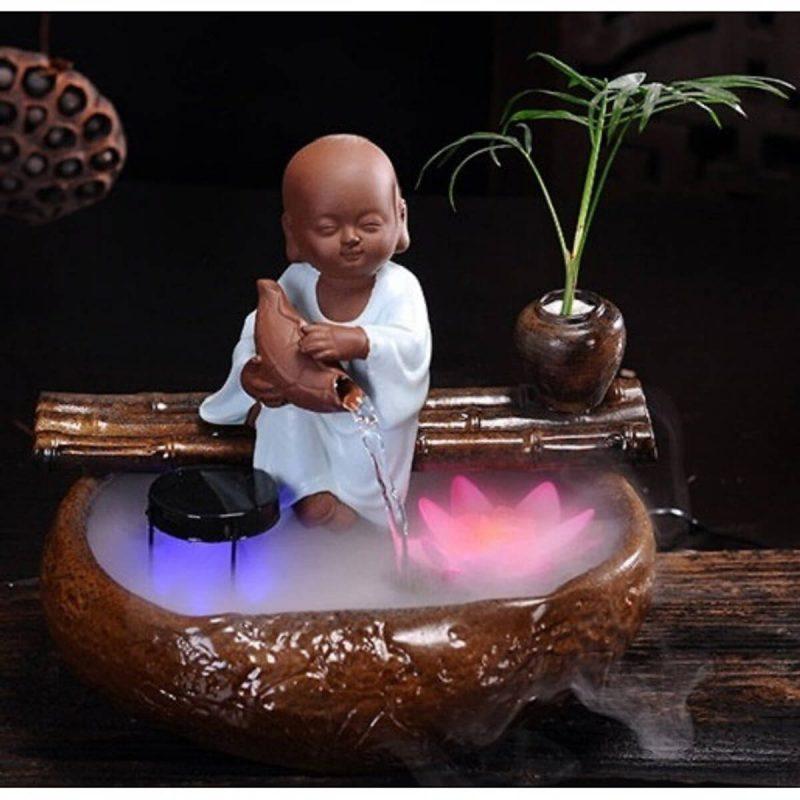 Thác Nước Phong Thủy Chú Tiểu Ôm Sen