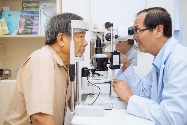 cắt kính cận TPHCM