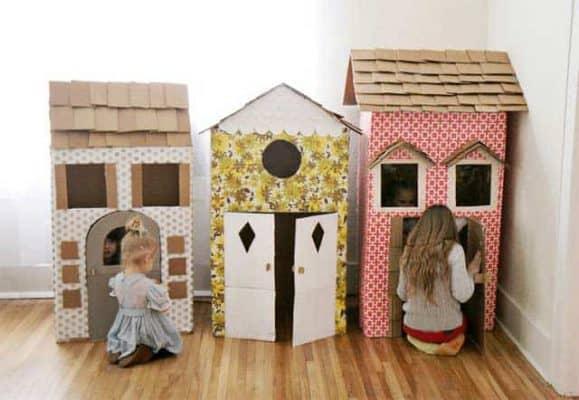 Khả năng sáng tạo của trẻ là vô tận khi chơi trò xây nhà bằng các tông