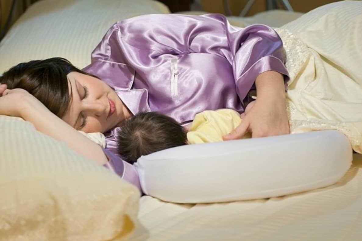 Cách cho trẻ bú nằm an toàn