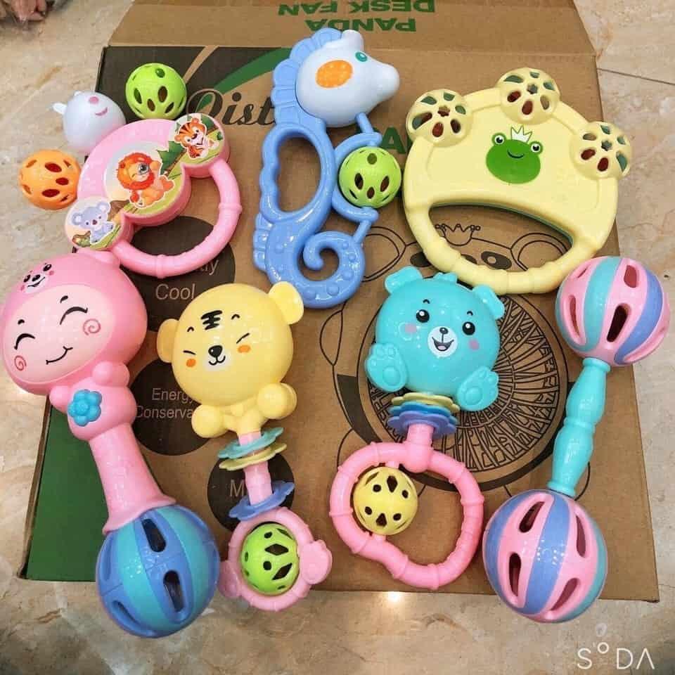 Bộ đồ chơi xúc xắc 7 món hình thú cho bé