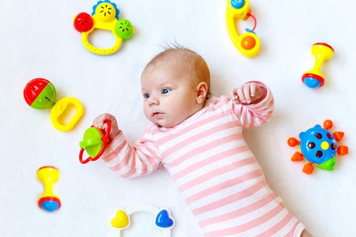 Lưu ý khi mua đồ chơi cho bé 2 tháng tuổi