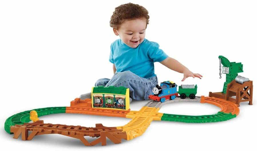 lưu ý chọn đồ chơi cho bé trai