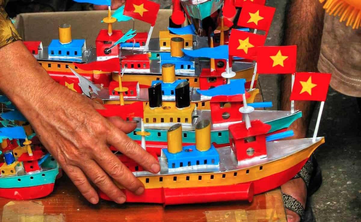 Đồ chơi tàu thủy sắt Tây