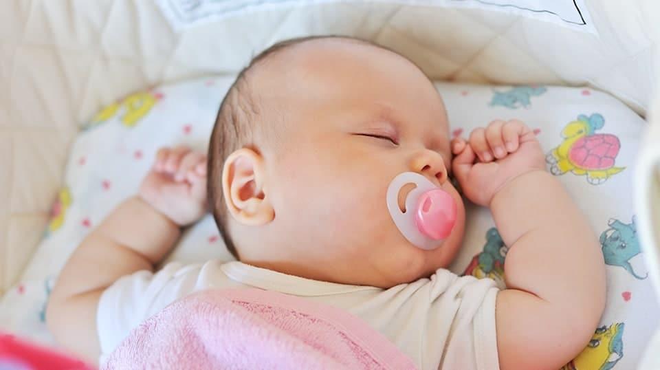 Cách chọn ty ngậm an toàn cho bé